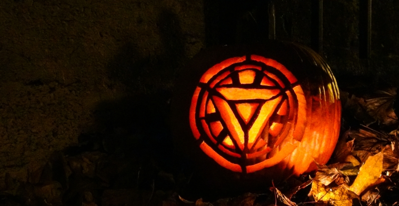 A spooky Arc Reactor pumpkin in the leaves.